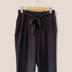 F21 Ankle Tapered Black Trousers with Waist Ribbon